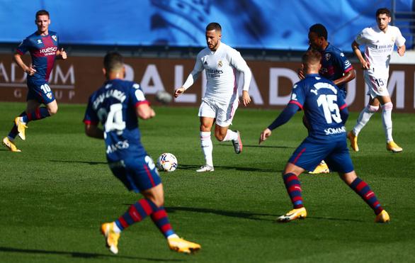 Vừa tái xuất, Hazard đã ghi siêu phẩm đưa Real Madrid trở lại ngôi đầu - Ảnh 3.