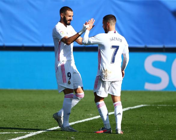 Vừa tái xuất, Hazard đã ghi siêu phẩm đưa Real Madrid trở lại ngôi đầu - Ảnh 2.