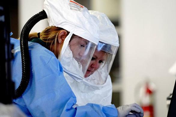 Mỗi giây thêm một người mắc COVID-19, nước Mỹ vượt mốc 9 triệu ca nhiễm - Ảnh 1.