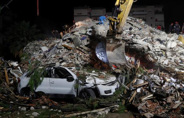 Ít nhất 22 người chết trong trận động đất lớn ở Thổ Nhĩ Kỳ, Hi Lạp - Ảnh 2.