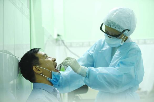 Quảng Ninh: Khử trùng COVID-19 khoa hồi sức cấp cứu Bệnh viện đa khoa tỉnh - Ảnh 1.