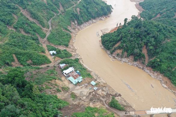 Vụ lở núi ở thủy điện Đắk Mi 2: Không tin còn sống trở về - Ảnh 4.