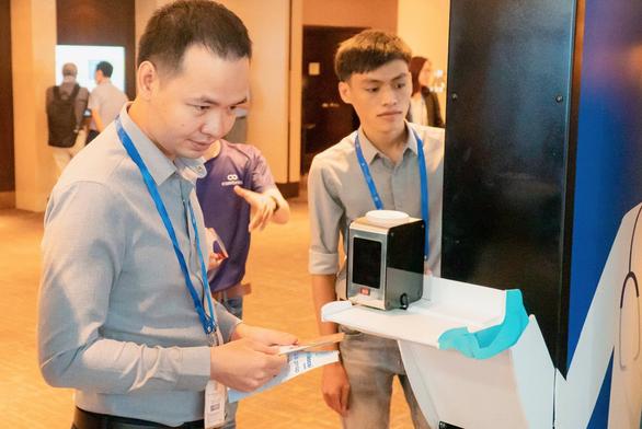 Start-up Việt trình làng máy đo thân nhiệt thông minh - Ảnh 1.