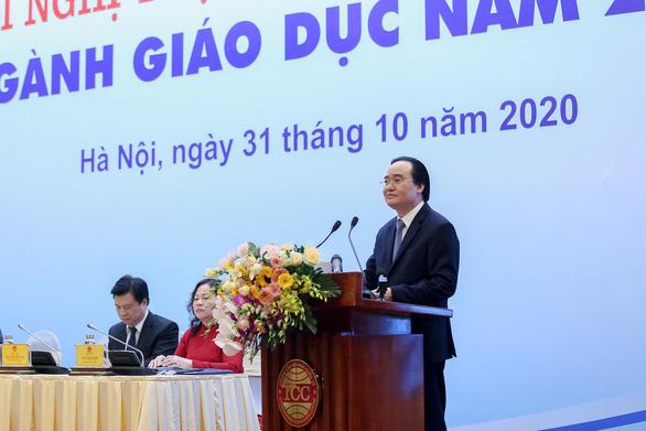 Bộ trưởng Phùng Xuân Nhạ kêu gọi ủng hộ sách, vở cho thầy, trò miền Trung - Ảnh 1.