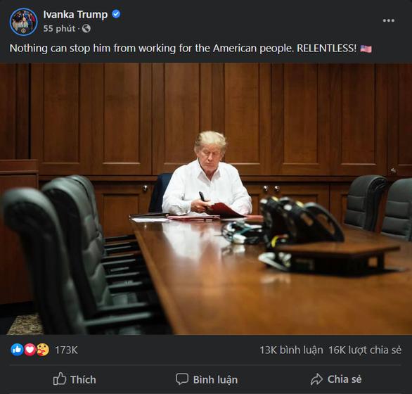 Con gái ông Trump đăng hình cha bệnh nhưng vẫn làm việc, dân mạng cầu nguyện - Ảnh 1.