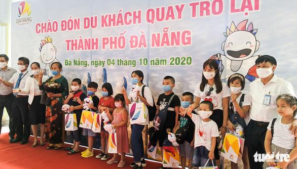 Đoàn khách du lịch đầu tiên trở lại Đà Nẵng được nâng phòng 3 sao lên 4 sao - Ảnh 2.