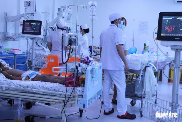 Nhiều bệnh viện ở TP.HCM thiếu thuốc điều trị bệnh tay chân miệng - Ảnh 1.