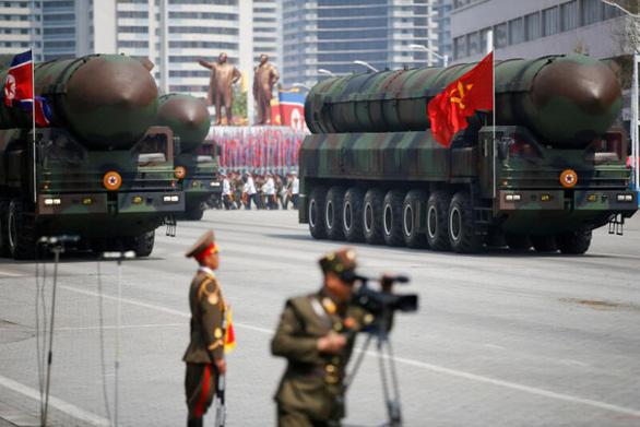 Triều Tiên di chuyển tên lửa đạn đạo? - Ảnh 1.