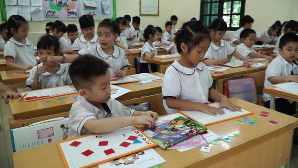 Chương trình lớp 1 mới: Không giao bài về nhà, giúp học sinh hoàn thành bài ngay tại lớp - Ảnh 1.