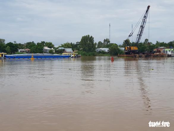 Dân phản ứng với dự án nạo vét thông luồng sông Hậu vì sợ sạt lở trôi nhà - Ảnh 1.