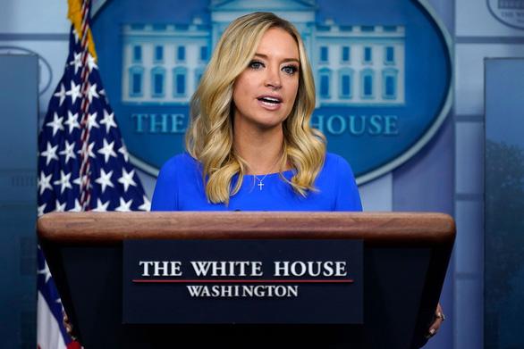 Thư ký báo chí Nhà Trắng thông báo mắc COVID-19 - Ảnh 1.