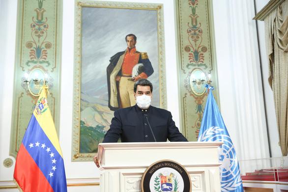Tổng thống Venezuela, con trai và chị tiêm vắc xin Sputnik V của Nga - Ảnh 1.