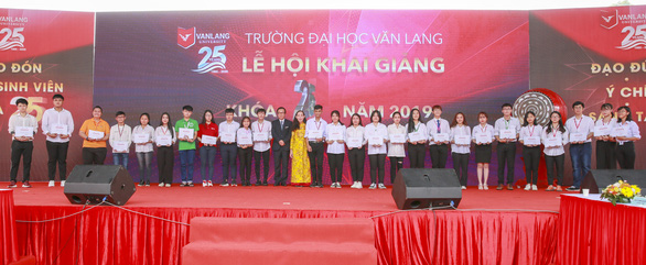 Đại học Văn Lang công bố điểm chuẩn năm 2020 từ 16–22 điểm - Ảnh 2.