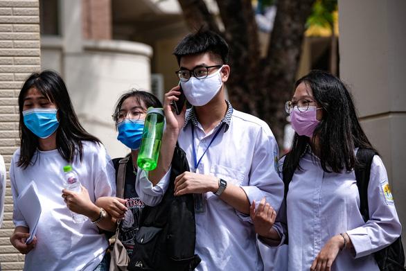 Bộ GD-ĐT nhắc nhở trường ĐH để thí sinh thức đêm chờ xét tuyển bổ sung