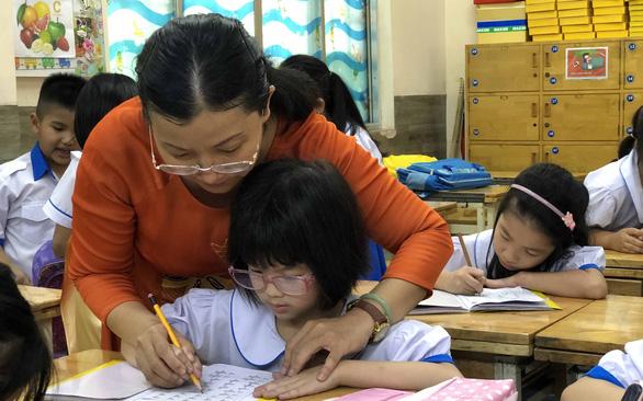 Giáo viên rất mệt - Ảnh 1.