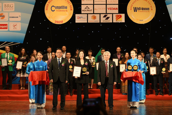 Eximbank được vinh danh Top 20 nhãn hiệu nổi tiếng Việt Nam năm 2020 - Ảnh 1.