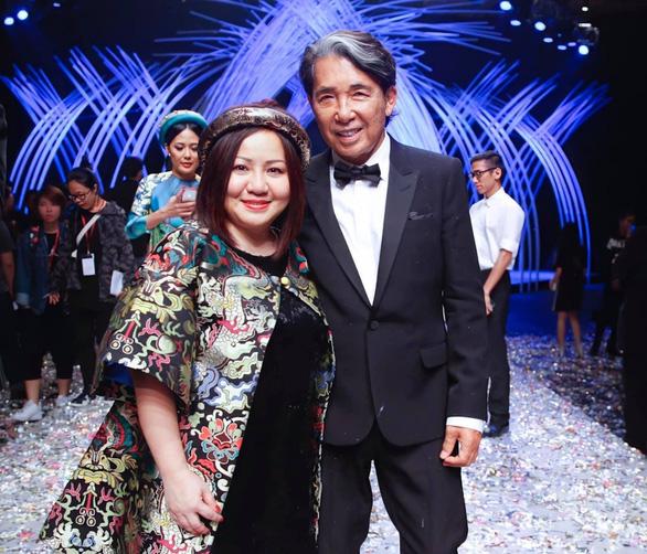 Nhà thiết kế Kenzo qua đời vì COVID-19, giới thời trang Việt thương tiếc - Ảnh 3.