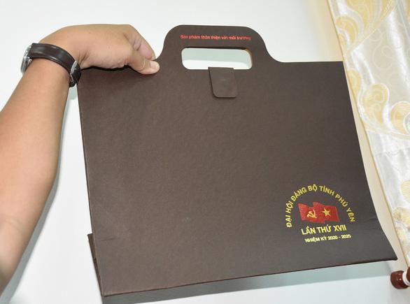 Đại hội Đảng Phú Yên: chỉ sử dụng cặp giấy giả da, quà được quy ra tiền - Ảnh 3.
