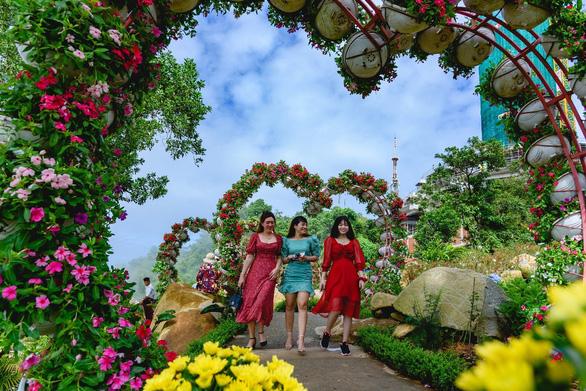 Du khách phấn khích vui Hội trăng rằm Vân Sơn tại Tây Ninh - Ảnh 2.