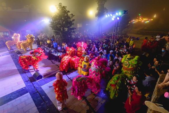 Du khách phấn khích vui Hội trăng rằm Vân Sơn tại Tây Ninh - Ảnh 4.