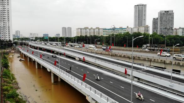 Khánh thành cầu qua hồ Linh Đàm và nhánh kết nối đường vành đai 3 trên cao - Ảnh 3.
