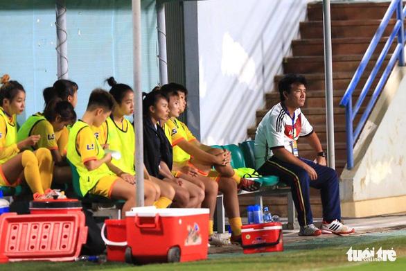Cầu thủ nữ Phong Phú Hà Nam bỏ thi đấu để phản đối quyết định của trọng tài - Ảnh 6.