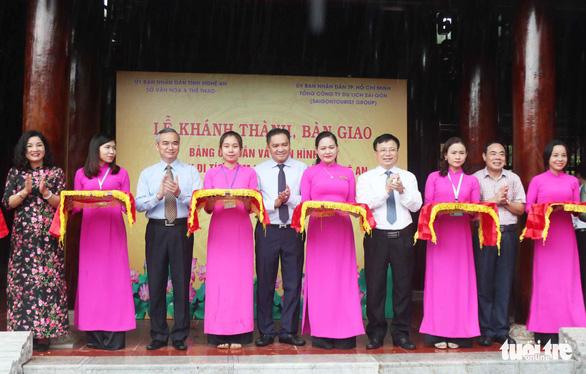 Saigontourist khánh thành bảng chỉ dẫn về quê hương Chủ tịch Hồ Chí Minh - Ảnh 1.