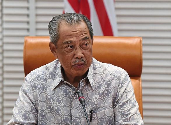Thủ tướng Malaysia tự cách ly, dân hỏi sao không đi lung tung nữa? - Ảnh 1.