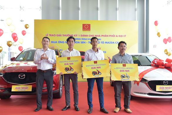 Tập đoàn Hoa Sen trao thưởng cho các nhà phân phối, đại lý trúng thưởng - Ảnh 1.