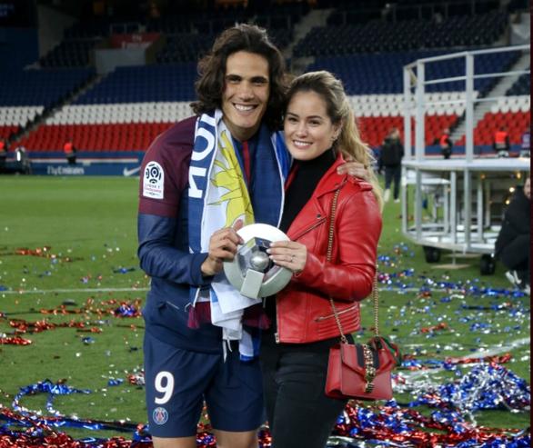Cavani suýt từ bỏ bóng đá khi bạn gái bị COVID-19 - Ảnh 1.