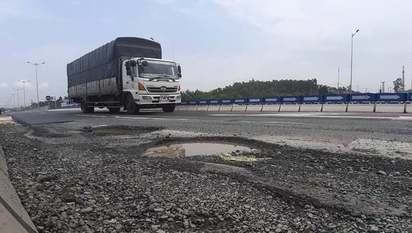 Thanh tra, kiểm tra 50 cuộc, cao tốc Đà Nẵng - Quảng Ngãi vẫn sai phạm - Ảnh 1.