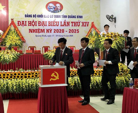 Không phải đại biểu đại hội Đảng cấp dưới vẫn có tên dự đại hội Đảng bộ tỉnh - Ảnh 1.