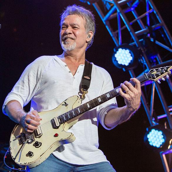 Cây guitar huyền thoại Eddie Van Halen qua đời vì bệnh ung thư - Ảnh 3.