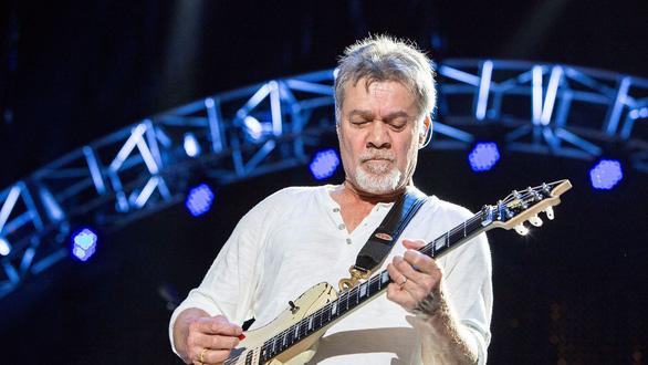 Cây guitar huyền thoại Eddie Van Halen qua đời vì bệnh ung thư - Ảnh 2.