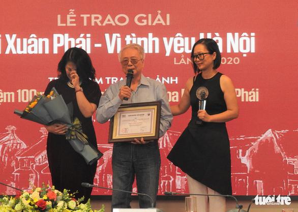 Gia đình thay mặt Phú Quang nhận Giải thưởng Lớn Bùi Xuân Phái - Vì tình yêu Hà Nội - Ảnh 2.