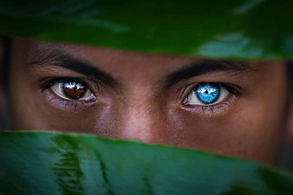 Bộ tộc mắt biếc kỳ lạ ở Indonesia - Ảnh 3.