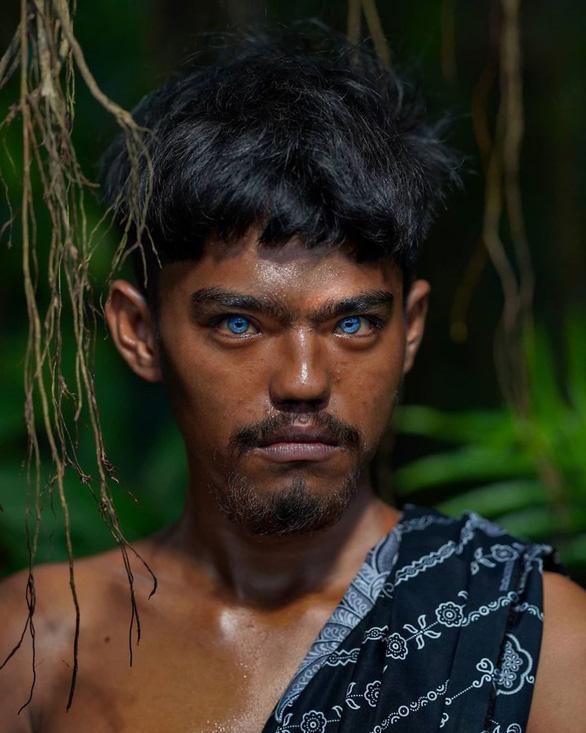 Bộ tộc mắt biếc kỳ lạ ở Indonesia - Ảnh 5.