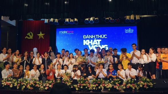 Chuỗi chương trình 'Đánh thức khát vọng' được sinh viên và học sinh TP HCM đón nhận - Ảnh 1.