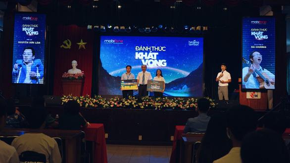 Chuỗi chương trình 'Đánh thức khát vọng' được sinh viên và học sinh TP HCM đón nhận - Ảnh 2.