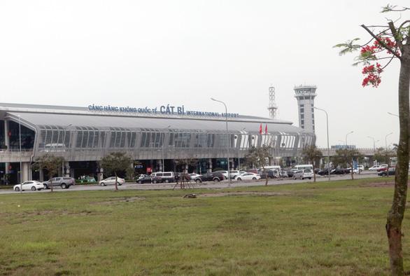 Sân bay Cát Bi lại bị cắt trộm dây điện 3 pha của dàn đèn chớp - Ảnh 1.