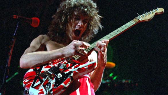 Cây guitar huyền thoại Eddie Van Halen qua đời vì bệnh ung thư - Ảnh 4.