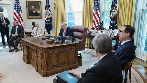 Ông Trump dừng đàm phán với Đảng Dân chủ về dự luật cứu trợ giảm tác động của COVID-19 - Ảnh 1.