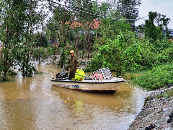 1 người chết, 8 người mất tích do mưa lũ ở Quảng Trị và Thừa Thiên Huế - Ảnh 3.