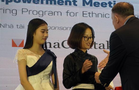 50 nữ sinh dân tộc thiểu số nhận học bổng Mở đường đến tương lai - Ảnh 4.