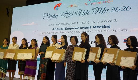 50 nữ sinh dân tộc thiểu số nhận học bổng Mở đường đến tương lai - Ảnh 1.