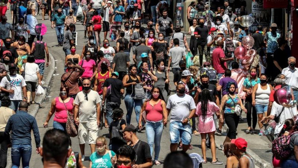 Brazil vượt 5 triệu ca COVID-19 khi cố trở lại cuộc sống bình thường - Ảnh 1.