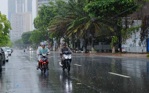 Miền Trung đối mặt 2 đợt mưa lớn - Ảnh 2.