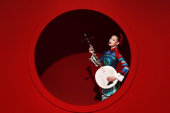 Ngắm Sắc màu hạnh phúc của đêm mở màn Lễ hội Áo dài 2020 - Ảnh 1.