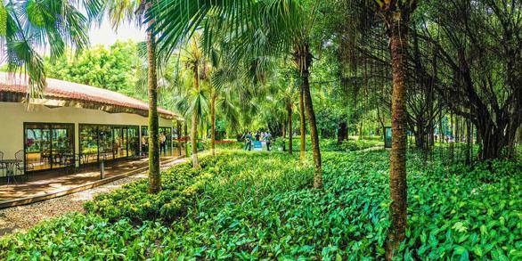 Khách xếp hàng mua nhà tại Ecopark - Ảnh 2.