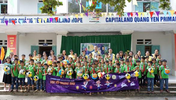 CapitaLand trao học bổng và quà cho hơn 1.400 học sinh - Ảnh 1.